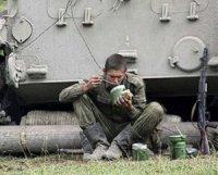 Под Горловкой украинские силовики меняют оружие на пропитание и одежду